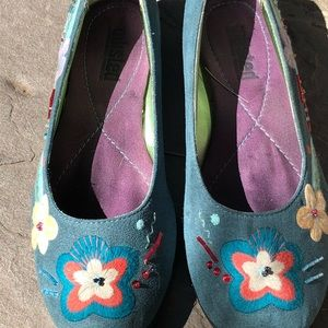 Sweet and Colorful  Embroidered Flats